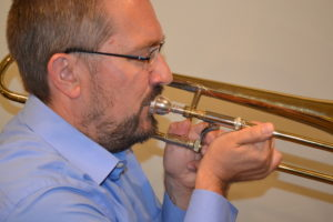 trombone with collapsed wrist